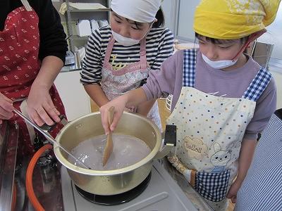 黒豆豆腐作り